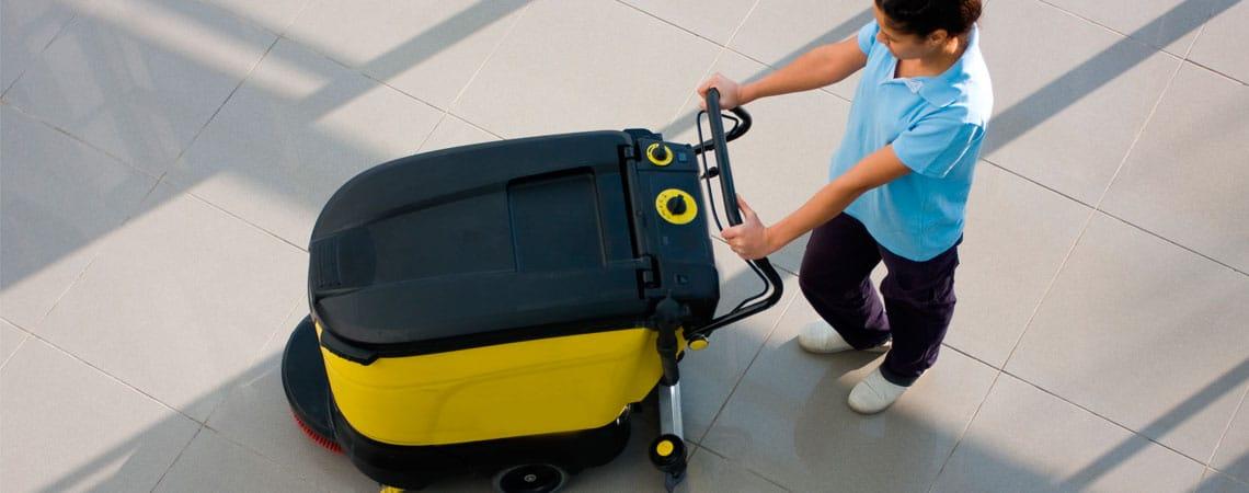 Nettoyage de hall avec monobrosse